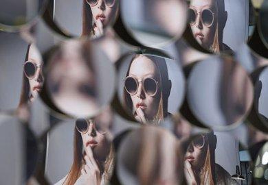 I dati del settore dell'occhialeria italiana: si attende la ripresa nel secondo semestre.