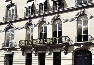 Givenchy e Thélios hanno firmato un accordo esclusivo nell'eyewear.