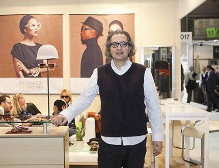Emmanuelle Khanh: chic, trendy e un...tocco di follia<!--:--><!--:en-->Emmaneulle Khanh: chic and trendy with a touch of quirkiness