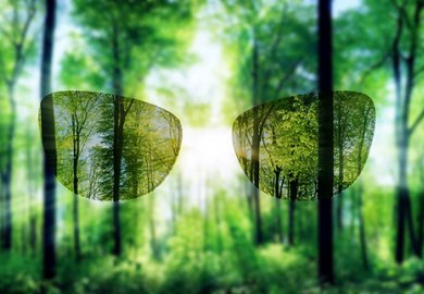 ZEISS Sunlens e Kering Eyewear raggiungono un traguardo importante nella sostenibilità degli occhiali da sole.