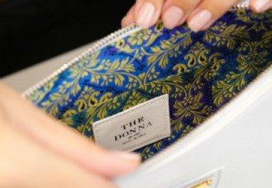 La borsa gioiello Sarah coniuga bellezza e funzionalità.