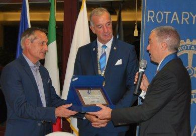 Immagine98 dona 4.500 montature alla Rotary Foundation